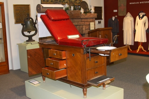Exceptional Medical Examination Table ...